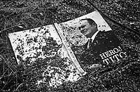 Benkovac / Krajina / Croazia 1991<br /> Immagine simbolo della fine della Jugoslavia di Tito. Un libro dedicato al fondatore della Jugoslavia viene gettato nel fango durante il saccheggio di Benkovac operato da bande di paramilitari serbi.<br /> The end of Jugoslavia. A book dedicated to Josip Broz Tito, leader of anti-nazi resistence and father of Jugoslav Federation, lies in the mud.<br /> Photo Livio Senigalliesi