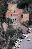 Europe/Italie/Côte Amalfitaine/Campagnie/Furore : Le petit port et son écomusée