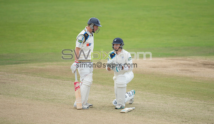 Picture by Allan McKenzie/SWpix.com - 26/09/2014 - Cricket - LV County Championship Div One - Yorkshire County Cricket Club v Somerset County Cricket Club - Headingley Cricket Ground, Leeds, England - Yorkshire's Gary Ballance & Joe Root discuss the innings mid-pitch.