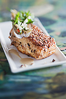 Europe/France/Bretagne/29/Finistère/Roscoff: Tronçon de barbue pané au blé noir, pieds de  couteau et asperges blanches - recette de Loïc le Bail du restaurant Le Yachtman à l'Hôtel Brittany