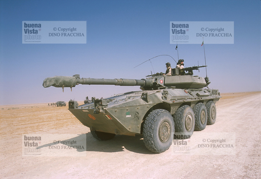 - heavy armored car Centauro ....- autoblindo pesante Centauro ..