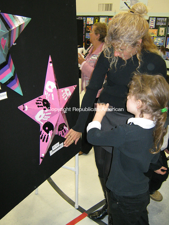 WOLCOTT, CT - 26 Feb. 2009 - 022609AL01 - Joanne Pattek and her first-grade daughter, Taylor, look at a barn star created by Alcott Elementary School stuents.