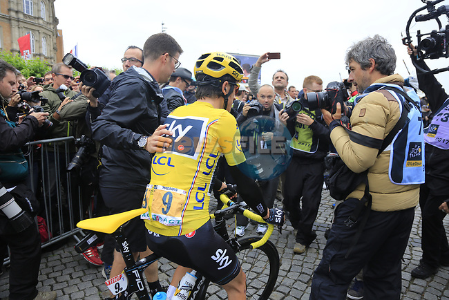 Race leader Yellow Jersey Geraint Thomas (WAL) Team Sky mobbed by media at sign on in Dusseldorf before the start of Stage 2 of the 104th edition of the Tour de France 2017, running 203.5km from Dusseldorf, Germany to Liege, Belgium. 2nd July 2017.<br /> Picture: Eoin Clarke | Cyclefile<br /> <br /> <br /> All photos usage must carry mandatory copyright credit (&copy; Cyclefile | Eoin Clarke)