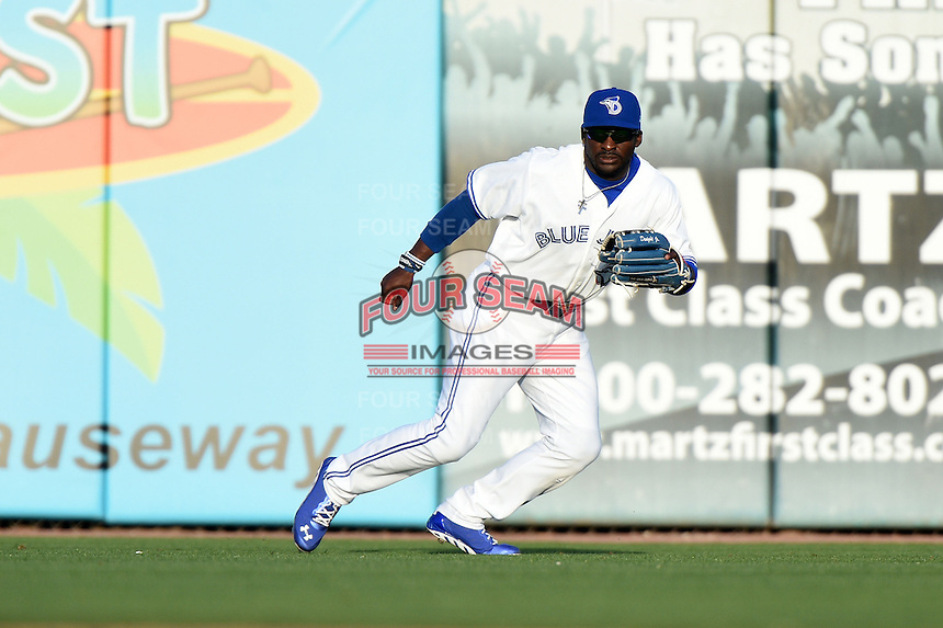 Dunedin Blue Jays  outfielder Dwight Smith Jr. (25) during a game against the Brevard County Manatees on April 11, 2014 at Florida Auto Exchange Stadium in Dunedin, Florida.  Brevard County defeated Dunedin 5-2.  (Mike Janes/Four Seam Images)