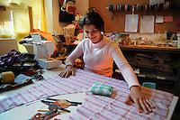 """""""Associazione Insieme Zajedno"""". Laboratorio di manufatti e sartoria di donne Rom bosniache a San Lorenzo , quartiere storico di Roma..""""Together Zajedno Association"""". Laboratory artefacts and tailoring of Bosnian Gypsy women in San Lorenzo, Rome's historic district......."""
