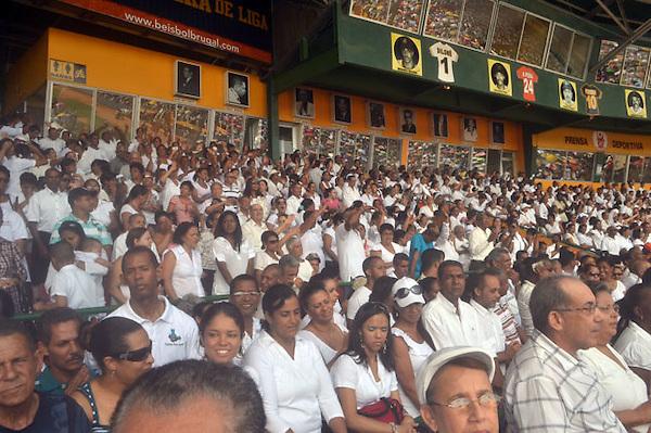 Monseñor De la Rosa y Carpio encabezó este  jueves la celebración de Corpus Cristi en el Estadio Cibao de Santiago, donde asistieron miles de feligreses católicos y autoridades locales