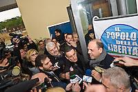 PESCARA (PE) 08/02/2013: ELEZIONI POLITICHE 2013, ANGELINO ALFANO INCONTRA I DIRIGENTI DEL PDL ABRUZZO A PESCARA PRESSO IL MUSEO DELLE GENTI. NELLA FOTO ANGELINO ALFANO ACCERCHIATO DALLA STAMPA.  FOTO ADAMO DI LORETO