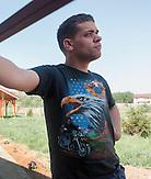 Edi  war früher im Kinderheim und liefert jetzt zusammen mit seinem Kollegen Ghiorghi Filip Rollstühle aus. ehemalige Insassen von Kinerheimen in Rumänien