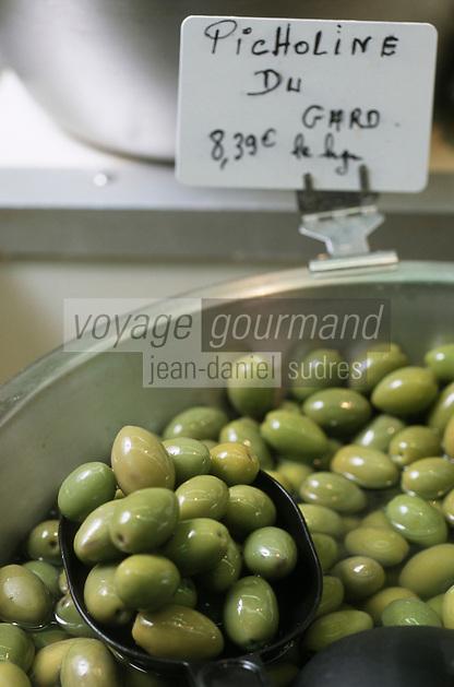 Europe/France/Languedoc-Roussillon/30/Gard/Nîmes : Olives vertes picholine du Gard au marché de Nîmes