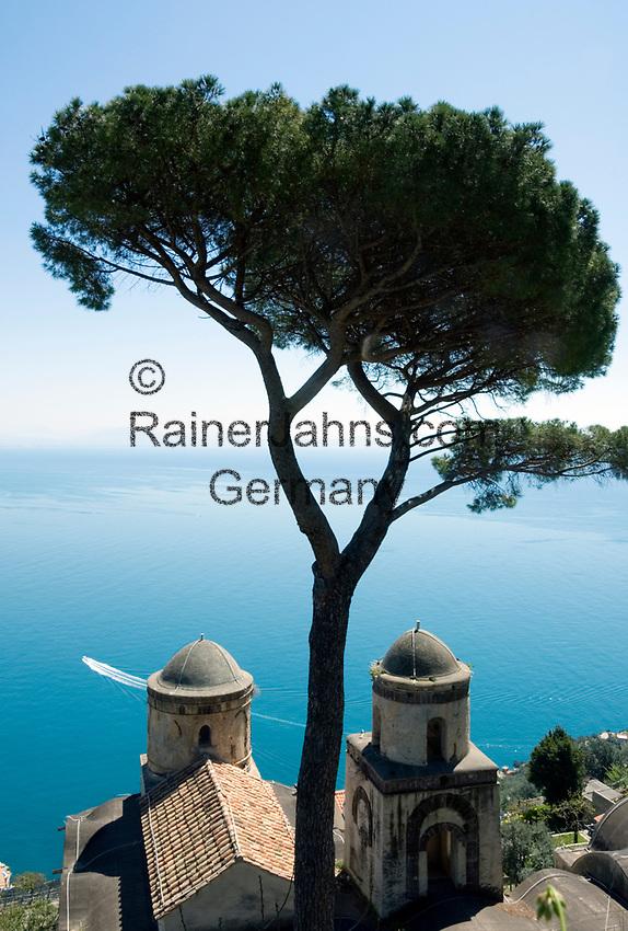 ITA, Italien, Kampanien, Ravello: Ausblick vom Park der Villa Rufolo auf die Amalfikueste   ITA, Italy, Campania, Ravello: view from Garden of Villa Rufolo across Amalfi Coast