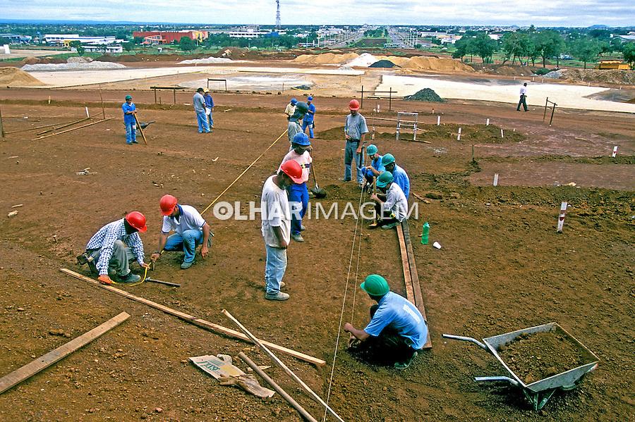 Obras de construção civil em Palmas, Tocantins. 2000. Foto de Juca Martins.