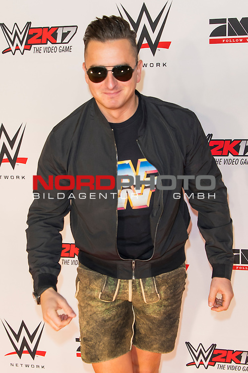 03.11.2016, Olympia Halle, Muenchen, GER, WWE Live Event, Roter Teppich  im Bild Andreas Gabalier<br /> <br /> Foto &copy; nordphoto / Straubmeier