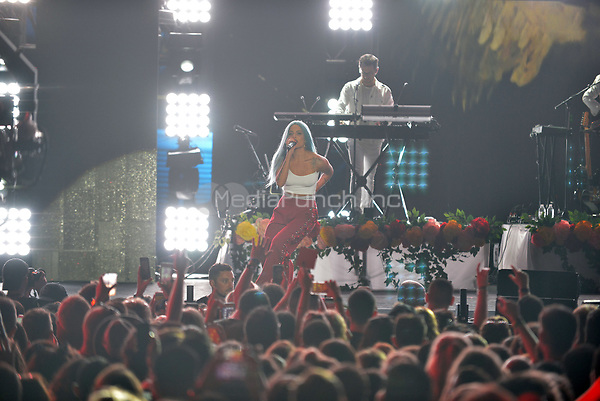 MIAMI BEACH, FL - JUNE 10: Halsey performs on stage during the iHeartSummer '17 Weekend at Fontainebleau Miami Beach on June 10, 2017 in Miami Beach, Florida. Credit: MPI10 / MediaPunch