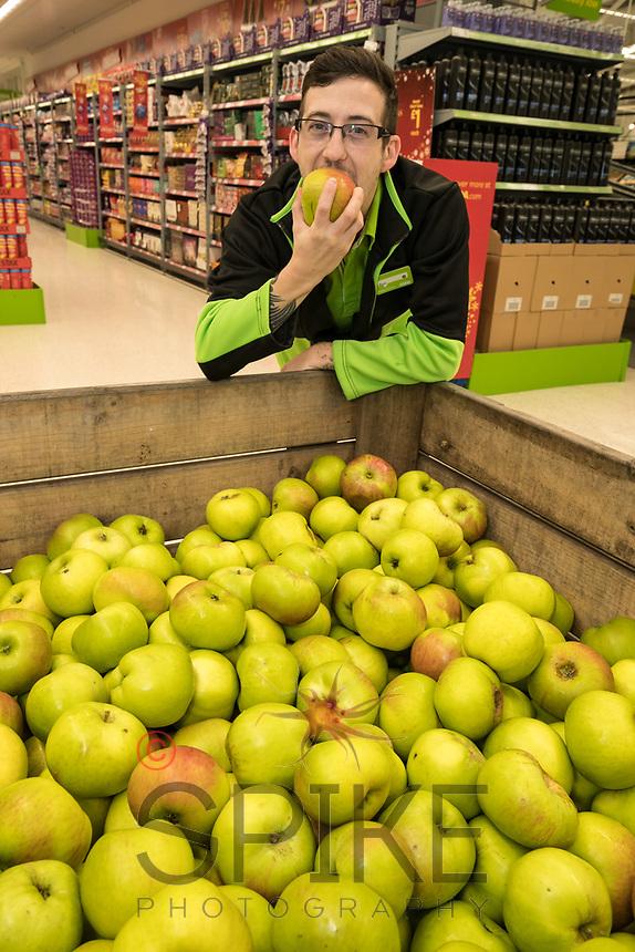 Ross Barnes picks a Bramley Apple