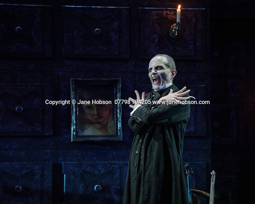 London, UK. 07.10.2015. English Touring Opera presents THE TALES OF HOFFMANN, at the Britten Theatre, Royal College of Music. Written by Jacques Offenbach, with libretto by Jules Barbier, this production is directed by James Bonas. Picture shows:Warwick Fyfe (Dr Miracle).  Photograph © Jane Hobson.