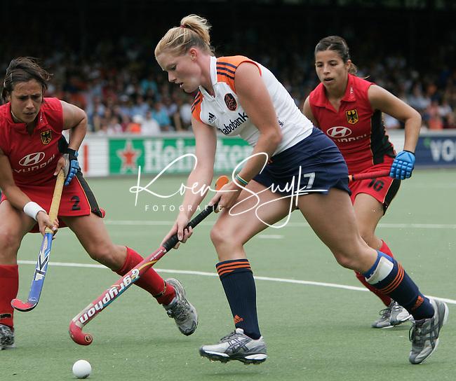 AMSTELVEEN: Champions Trophy 2006 dames. Miek van Steenbergen.  ANP PHOTO KOEN SUYK