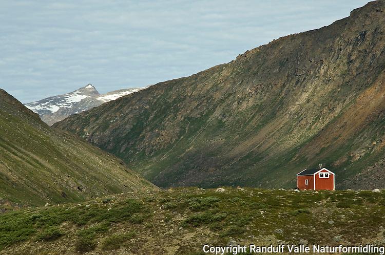 Liten hytte i dal på Vest-Grønland ---- Small hut in West Greenland