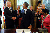 United States President Barack Obama (C) shakes hands with U.S. Senator Patrick Leahy (L) (Democrat of Vermont), Chairman of the U.S. Senate Judiciary Committee, after signing the Fair Sentencing Act in the Oval Office of the White House, in Washington DC, USA, Tuesday, 03 August 2010. The law will aim to correct the disparities between crack and powder cocaine sentencing.  Previously, people in possession of powder cocaine could carry up to one hundred times more grams than crack offenders and receive the same sentence.  Also in the picture (L to R); U.S. Representative Bobby Scott (Democrat of Virginia), U.S. Senator Dick Durbin (Democrat of Illinois), U.S. Senator Jeff Sessions (Republican of Alabama), U.S. Senator Orrin Hatch (Republican of Utah) and U.S. Representative Sheila Jackson-Lee (Democrat of Texas).  .Credit: Michael Reynolds - Pool via CNP