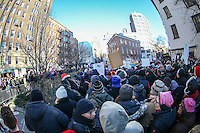 NEW YORK, NY - 04.02.2017 - PROTESTO-NEW YORK - Manifestantes durante ato no Stonewall contra as políticas do presidente dos EUA, Donald Trump e em solidariedade com imigrantes, solicitantes de asilo, refugiados e a comunidade LGBT na cidade Nova York nos Estados Unidos neste sábado, 04. (Foto: William Volcov/Brazil Photo Press)