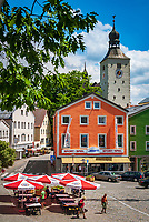 Deutschland, Bayern, Niederbayern, Naturpark Bayerischer Wald, Regen: Stadtplatz und Kirche St. Michael | Germany, Bavaria, Lower-Bavaria, Nature Park Bavarian Forest, town Regen: town square and church St. Michael