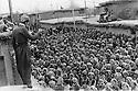 Iraq 1974 <br /> The resumption of hostilities, in Kala Diza, men joining the armed struggle as workers  <br /> Irak 1974 <br /> La reprise de la lutte arm&eacute;e, a Kala Diza, hommes devant le bureau de la maind'oeuvre attendant l'attribution de leurs postes