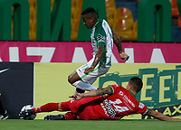 MEDELLÍN - COLOMBIA, 31-10-2017: Andres Renteria (Izq) jugador de Atlético Nacional disputa el balón con Nicolas Carreño (Der) jugador de Patriotas FC durante partido por la fecha 18 de la Liga Águila II 2017 jugado en el estadio Atanasio Girardot de la ciudad de Medellín. / Andres Renteria (L) player of Atletico Nacional fights for the ball with Nicolas Carreño (R) player of Patriotas FC during match for the date 18 of the Aguila League II 2017 at Atanasio Girardot stadium in Medellin city. Photo: VizzorImage/León Monsalve/Cont
