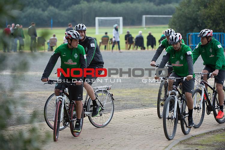 Trainingsgel&auml;nde, Jerez, ESP, 1.FBL, Trainingslager Werder Bremen 2014,  10.01.2014, <br /> Individuelles Training der Verletzten mit dem Rad am Freitag nachmittag<br /> Mehmet Ekici (Bremen #10)<br /> Aleksandar Ignjovski (Bremen #17)<br /> Felix Kroos (Bremen #18)<br /> Clemens Fritz (Bremen #8)<br /> Sven Plagge (Physiotherapeut Werder Bremen)<br /> <br /> Foto &copy; nordphoto/ Kokenge