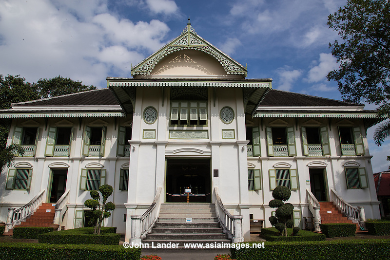 Phrae Governor House was once the residence of the Lord of Phrae known as Chao Luang. The house was deserted in 1902 after the last lord (Phiriya Thepawong) fled to Luang Prabang during a local uprising.  It has since been used for various purposes, including a school and now a museum.