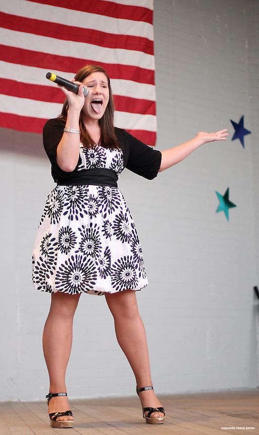 Junior Division competitor Heather Lardeo of Auburn, NY, sings during the Hampton Beach Idol contest, Hampton , N.H. Sunday, August 24, 2008.  (Portsmouth Herald Photo/Cheryl Senter)