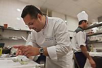 Europe/France/Aquitaine/33/Gironde/Médoc/Pauillac: t  Château Cordeillan-Bages  - Le chef: Jean-Luc Rocha en cuisine [Non destiné à un usage publicitaire - Not intended for an advertising use]