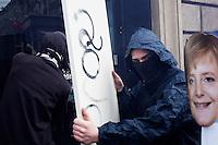 Milano: manifestazione «Occupyamo piazza Affari» per protestare contro la crisi economica e la manovra economica del Governo Monti..Azione dei centri sociali ad una filiale di Unicredit...