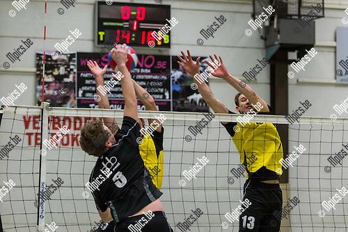 2015-01-24 / Volleybal / Seizoen 2014-2015 / Kasterlee-Beerse / De Laet B (Kasterlee) met het block op een smash van Van de Langenberg K (Beerse)<br /> <br /> Foto: Mpics.be