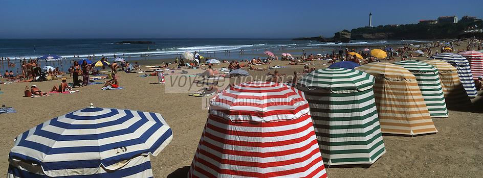 Europe/France/Aquitaine/64/Pyrénées-Atlantiques/Biarritz: la grande plage et le phare vus depuis la colline aux hortensias