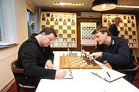 SCHAKEN: WOLVEGA: 16-11-2014, Remco Heite Schaaktoernooi, Daniel Fridman (GER) en Dawain Jones (GBR), ©foto Martin de Jong