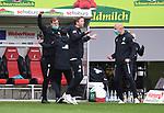 FussballFussball: agnph001:  1. Bundesliga Saison 2019/2020 27. Spieltag 23.05.2020<br />SC Freiburg - SV Werder Bremen<br />Schlussjubel Bremen; Die Bremer Betreuer jubeln nach dem Spiel waehrend Trainer Florian Kohfeldt (Mitte) das Spielfeld verlaesst.<br />FOTO: Markus Ulmer/Pressefoto Ulmer/ /Pool/gumzmedia/nordphoto<br /><br />Nur fŸr journalistische Zwecke! Only for editorial use! <br />No commercial usage!