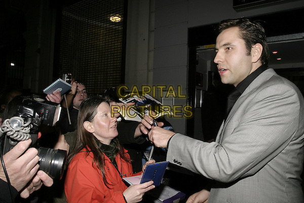 "DAVID WALLIAMS .Leaving the Opening Night and World Premiere of new musical ""Billy Elliot"", at the Victoria Palace Theatre, London, May 12th 2005..half length signing autogrphs fans crowd.Ref: AH.www.capitalpictures.com.sales@capitalpictures.com.©Adam Houghton/Capital Pictures."