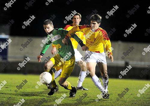 2012-02-25 / Voetbal / seizoen 2011-2012 / Sint Lenaarts - Oosterzonen / Kevin Geudens (L, Sint-Lenaarts) met Tim Jeunen..Foto: Mpics.be