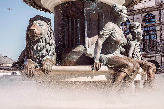 &ldquo;Warrior&rdquo; (Philip II of Macedon) (Detail) Die Bronze Darstellung des alten K&ouml;nigs Philip II, des Vaters von Alexander dem Gro&szlig;en, dominiert den gleichnamigen Platz. Der offizielle Name ist nur &bdquo;Warrior&ldquo;.<br /><br />&ldquo;Warrior&rdquo; (Philip II of Macedon) (Detail) The bronze depiction of the ancient king Philip II, the father of Alexander the Great, dominates the eponymous square. Its official name is just &ldquo;Warrior&rdquo;.<br /><br />Mega-Bauprojekt &quot;Skopje 2014&quot;