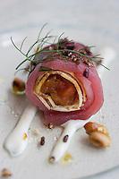 """Europe/Espagne/Iles Canaries/Tenerife/La Orotava ,restaurant """"Lucas Maes""""  Sushi inversé de Thon ,parmesan et confiture de tomate riz croquant."""