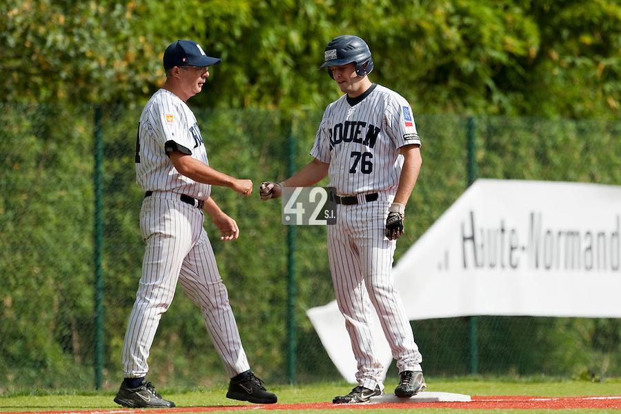Baseball - French playoffs 2009 - Rouen (France) - 05/09/2009 - Rouen Huskies vs Savigny Lions.Francois Colombier, Flavien Peron (Rouen)