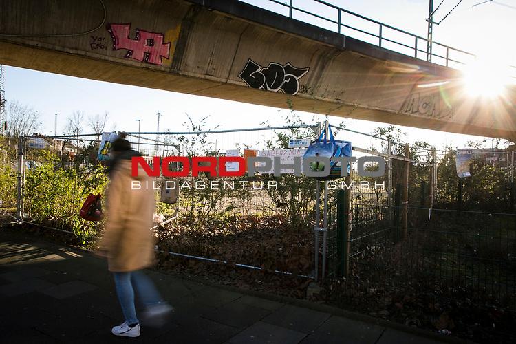 22.03.20, Bochum, Bermuda Dreieck<br /> <br /> im Bild   picture shows:<br />  <br /> Gabenzaun fuer obdachlose Menschen gegenueber des Bochumer Bermuda Dreiecks, <br /> <br /> Foto © nordphoto / Rauch
