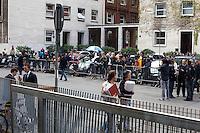 Milano: giornalisti in attesa davanti al tribunale di Milano durante l'udienza per il processo Mills