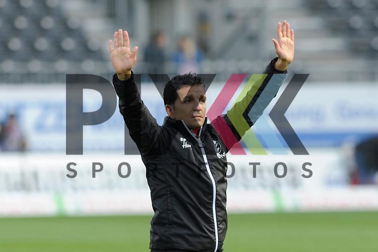 Sandhausens Trainer Kenan Kocak bedankt sich bei den Fans beim Spiel in der 2. Bundesliga, SV Sandhausen - St. Pauli.<br /> <br /> Foto &copy; PIX-Sportfotos *** Foto ist honorarpflichtig! *** Auf Anfrage in hoeherer Qualitaet/Aufloesung. Belegexemplar erbeten. Veroeffentlichung ausschliesslich fuer journalistisch-publizistische Zwecke. For editorial use only.