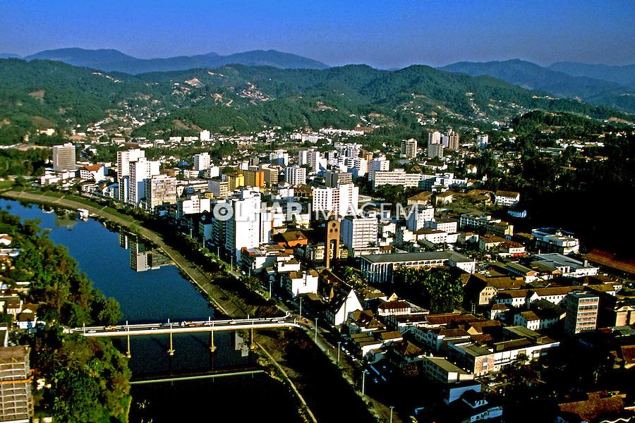 Aérea da cidade de Blumenau e Rio Itajaí.  Santa Catarina. 1989. Foto de Juca Martins.