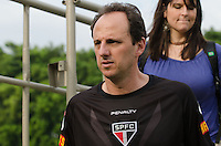SÃO PAULO, SP, 16 DE SETEMBRO DE 2013 - TREINO SAO PAULO - O goleio Rogerio Ceni durante treino do São Paulo, no CT da Barra Funda, região oeste da capital, na tarde desta segunda feira, 16. FOTO: ALEXANDRE MOREIRA / BRAZIL PHOTO PRESS
