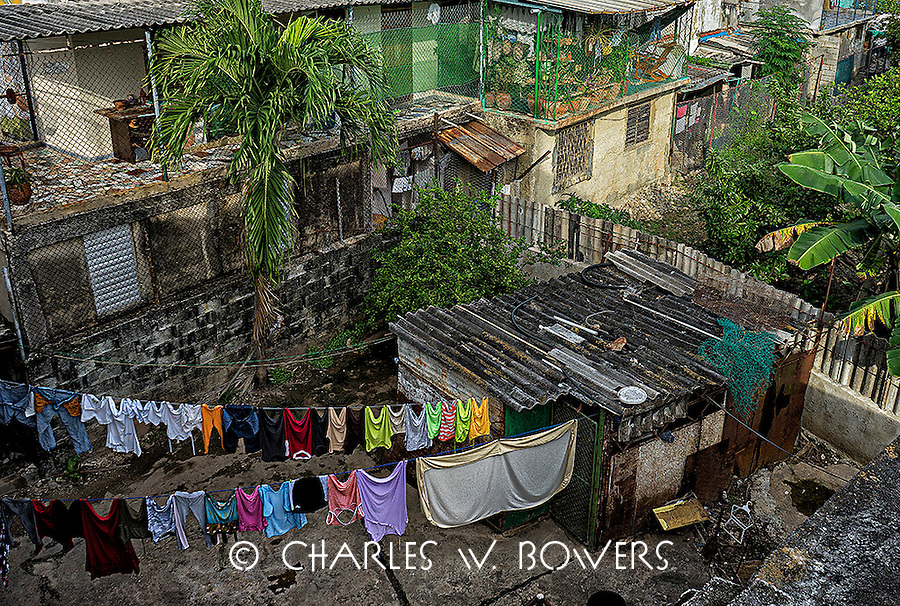 Havana rear garden with laundry hanging<br />