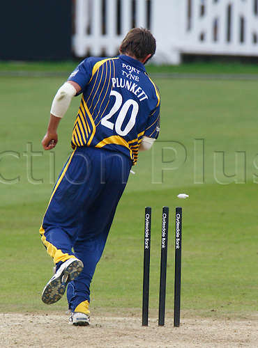 20.05.12 The Brit Oval, London, ENGLAND: Liam Plunkett of Durham County Cricket stumps Gareth Batty of Surrey County Cricket in action during Clydesdale Bank Pro40 between Surrey Tigers  and Durham Dynamos at The Brit Oval Stadium on May 20
