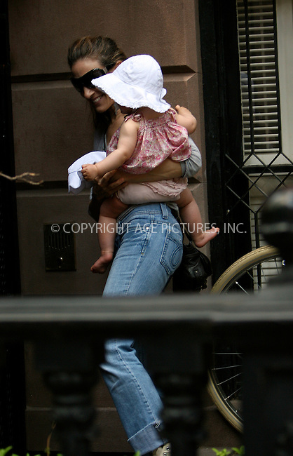 WWW.ACEPIXS.COM . . . . .  ....May 1 2010, New York City....Actress Sarah Jessica Parker seen with her twins entering her house in the West Village on May 1 2010 in New York City....Please byline: NANCY RIVERA- ACEPIXS.COM.... *** ***..Ace Pictures, Inc:  ..Tel: 646 769 0430..e-mail: info@acepixs.com..web: http://www.acepixs.com