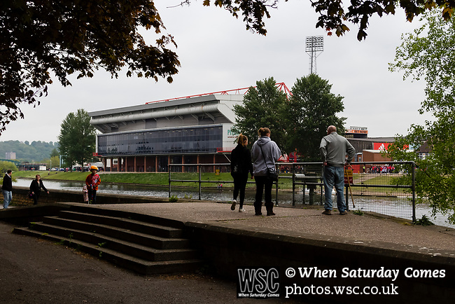 Nottingham Forest 3 Ipswich Town 0, 07/05/2017. City Ground, Championship. Forest fans looking over the River Trent towards The City Ground before the game between Nottingham Forest v Ipswich Town at the City Ground Nottingham in the SkyBet Championship. Photo by Paul Thompson.