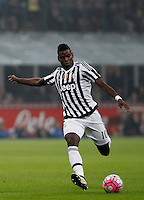 Calcio, Serie A: Inter vs Juventus. Milano, stadio San Siro, 18 ottobre 2015. <br /> Juventus&rsquo; Paul Pogba kicks the ball during the Italian Serie A football match between FC Inter and Juventus, at Milan's San Siro stadium, 18 October 2015.<br /> UPDATE IMAGES PRESS/Isabella Bonotto